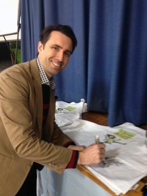 jjk signing aprons smile